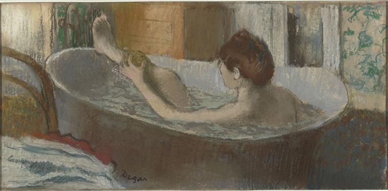 La femme s'épongeant au bain